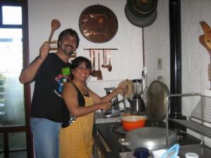 Gasten uit Chili in de keuken van Finisterre