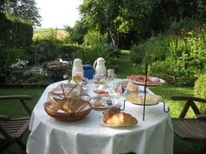 ontbijt-in-de-tuin